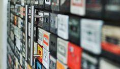 Conheça um móvel feito com 900 fitas cassete