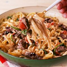 Steak Fettuccine - Whenever we crave steak this dish is always what we want to make. It comes together quickly and is -Creamy Steak Fettuccine - Whenever we crave steak this dish is always what we want to make. It comes together quickly and is - Stew Meat Recipes, Ground Meat Recipes, Healthy Meat Recipes, Meat Recipes For Dinner, Cooking Recipes, Tai Food Recipes, Leftover Steak Recipes, Healthy Hamburger, Cooking Pasta