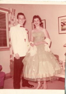 1950's Prom....Beautiful Dress Flower Girl Dresses, Prom Dresses, Wedding Dresses, 1950s Prom, Beautiful Dresses, Ball Gowns, Party Dress, Inspirational Quotes, Vintage