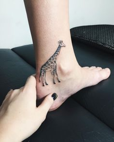 Делаю татуировки и мечтаю о предстоящей поездке на Бали #nora_ink#art#tattoo#sashatattooingstudio#giraffe#giraffetattoo#spb#spbtattoo#vsco