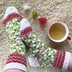 Tant Snö socks Knitting Charts, Knitting Socks, Hand Knitting, Lots Of Socks, Knitting Patterns, Crochet Patterns, Wool Socks, Happy Socks, Knitting Projects