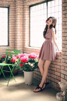 feminine fashion looks which look fab. Cute Skirt Outfits, Cute Dresses, Girl Outfits, Casual Outfits, Fashion Outfits, Fashion Tips, Fashion Design, Korean Fashion Trends, Asian Fashion