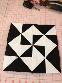 knit 'n lit: Modern Half-Square Triangle Quilt-a-Long Block 59 Triangle Quilt Pattern, Quilt Square Patterns, Half Square Triangle Quilts, Quilt Block Patterns, Square Quilt, Pattern Blocks, Quilt Blocks, Painted Barn Quilts, Farmers Wife Quilt