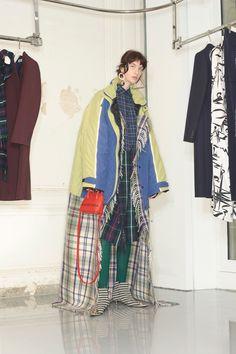 Balenciaga Pre-Fall 2018 Paris Collection - Vogue