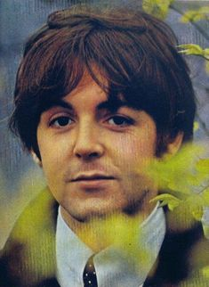 ♡♥Paul McCartney relaxes outside - click on pic to see a full screen pic in a better looking black background♥♡