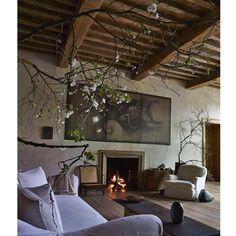 #salon #livingroom #decor #design #decorator #decoracion #decoration #axelvervoordt #simple #nature #naturelover #inspiration #campagne #campaign #calme