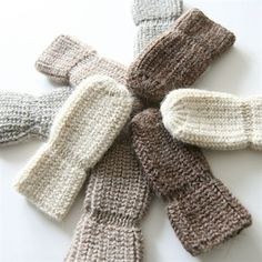 ella's wool - I like the idea of the mitten being tighter just at the wrist Baby Mittens, Mitten Gloves, Knitting For Kids, Baby Knitting Patterns, Crochet Quilt, Knit Crochet, Toe Warmers, Baby Barn, Baby Alpaca