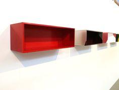 Rainer Splitt, Gussboxen, glanzeloxiertes Aluminium, Pigment, Kunstharz, je 20 x 60 x 20 cm, 2011