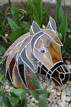 Tête de cheval en vitrail tiffany | Stained Glass: Horses ... #StainedGlassHorse