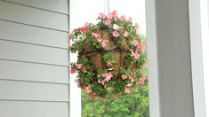 How to Plant a Beautiful Hanging Basket in Just 20 Minutes How to Make a Sphere Hanging Basket Hanging Plants Outdoor, Plants For Hanging Baskets, Hanging Flower Baskets, Flower Planters, Hanging Planters, Diy Hanging, Flower Tower, Container Flowers, Container Plants