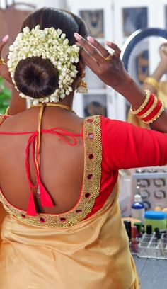 New Bridal Hairstyle, Indian Bridal Hairstyles, Bun Hairstyles, Flower Bun, Beautiful Buns, Indian Flowers, Blouses, Girl Face, Hair Styles