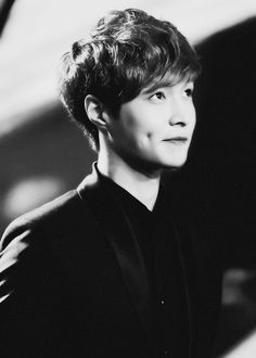 Lay (EXO) and his adorable dimples Changsha, Yixing Exo, Chanyeol, Drama, Exo K, Lay Exo, Korean Celebrities, Favim, Dimples