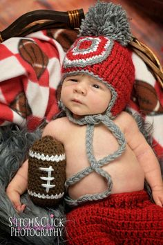Crochet Ohio State outfit - newborn photography - www.facebook.com/thestitchpoet