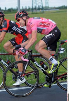 Cadel Evans (BMC) enjoying his day in pink
