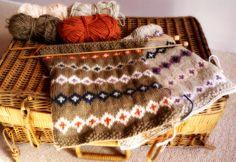 Porcupine Design: Knitting & My Vintage Picnic Basket...fair isle face cloth...x
