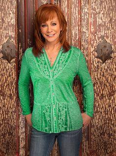 Reba McEntire incredible in green