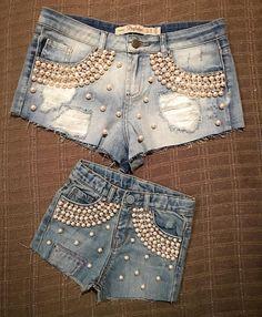 Ahhhhhhh nao! Olha o que eu acabei de ganhar! Um short para mim e outro idêntico pra Vicky! Arrasou @ateliekaborges ! Amei todos os shorts (depois posto para vcs verem!). Lindos de viver! Obrigada amore! #shortscustomizados #maeefilha  ____________________  Oh lord I can't! Check out what I just got! Custom jean shorts for myself and for baby V! Thanks @ateliekaborges !!! We loved it! I will post the other models soon!!!! God bless :) by bellafalconi
