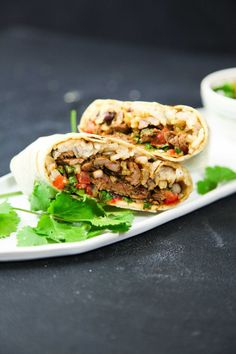 These easy, delicious and healthy beef burritos are made with quality aromatic beef, a refreshing pico de gallo and just a little rice and black beans. Quick Easy Dinner, Quick Easy Meals, Healthy Dinner Recipes, Healthy Living Recipes, Healthy Chicken Dinner, Wrap Recipes, The Help, Stuffed Peppers, Ethnic Recipes