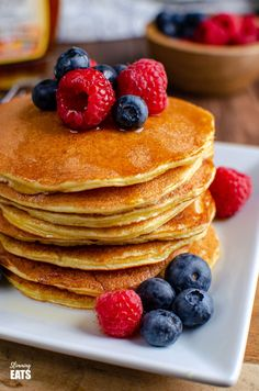 These filling and delicious fluffy American Style Pancakes will be a regular feature on your Breakfast menu and are perfect for those following Slimming World or Weight Watchers. Slimming World Desserts, Slimming World Breakfast, Slimming World Recipes Syn Free, Breakfast Menu, Perfect Breakfast, Breakfast Recipes, American Style Pancakes, Date Bread, Yummy Pancake Recipe