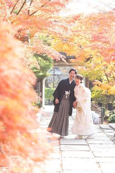 Traditional Wedding Attire, Japanese Wedding, Wedding Kimono, Japanese Outfits, Wedding Photos, Photoshoot, Poses, Bride, Couple Photos