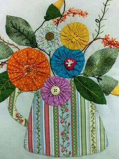 100 Brilliant Projects to Upcycle Leftover Fabric Scraps - Mimicrop Sewing Patterns Free, Free Sewing, Quilt Patterns, Flower Quilts, Fabric Flowers, Yo Yo Quilt, Leftover Fabric, Mini Quilts, Sewing Projects For Beginners