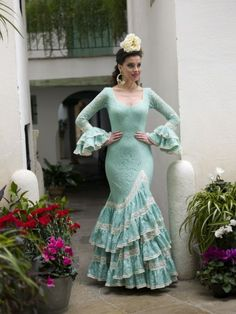 Aires de Feria - Tu traje de Flamenca Spanish Dress, Got Married, 1950s Dresses, Trendy Style, Princess, Clothes, Collection, Flowers, Design