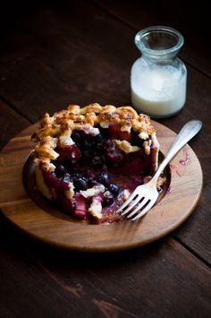 :: Blueberry rhubarb deep dish pie ::
