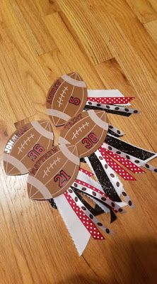 Personalized Football Pins are perfect for Homecoming, Spirit days, or the big game! Football Locker Signs, Team Mom Football, Football Locker Decorations, School Football, Football Players, Team Spirit Crafts, School Spirit Crafts, Football Homecoming, Homecoming Spirit