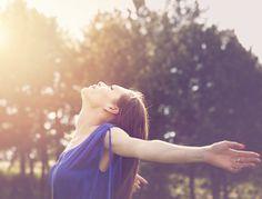 En alliant travail psychologique, maîtrise de la respiration, relâchement musculaire et détente mentale, la sophrologie permet de mieux gérer ses angoisses, de tirer le positif de nos expériences passées et de prendre du recul sur les sources de stress extérieures.  Nombreux exemples d'application