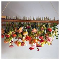 Living hanging blooms #features #weddingstyle