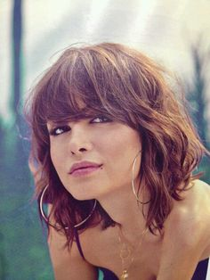 Idée Tendance Coupe & Coiffure Femme 2018 : Description Short hair cut with waves and textureshoulder-length bob haircut with long bangs, waves and textureNot this short, tho Short Wavy HaircutsC'è aria di shag cut ❤️Hair for Phoebe - lots of natu Hairstyles With Bangs, Pretty Hairstyles, Summer Hairstyles, Full Fringe Hairstyles, Bangs Hairstyle, Summer Haircuts, Layered Hairstyles, Hairstyles 2016, Short Hairstyle