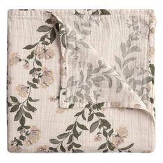 Koc muślinowy 110x110cm – honeysuckle – garbo&friends – COCOSHKI Climbing Vines, Muslin Fabric, Two Tones, Swaddle Blanket, Tapestry, Quilts, Purple, Friends, Floral