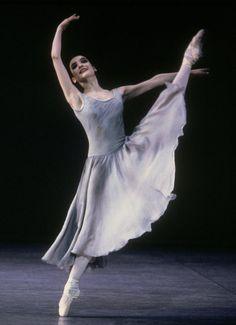 Birmingham Royal Ballet - Galanteries: Monica Zamora; photo: Bill Cooper