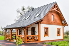 Dom drewniany PRAGA I - Filian Domy Drewniane Mud House, Tiny House Cabin, Pre Built Cabins, Beautiful Dream Catchers, Wooden Buildings, A Frame House, Cottage Plan, Earth Homes, European House