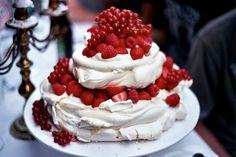 Summer berry pavlova wedding cake
