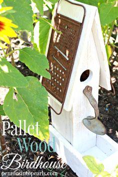 Bird House Kits Make Great Bird Houses Easy Diy Crafts, Diy Craft Projects, Wood Projects, Craft Ideas, Diy Ideas, Bird House Plans, Bird House Kits, Pallet Wood, Wood Pallets