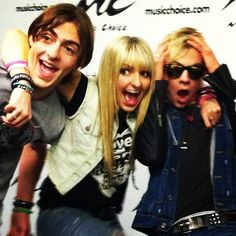 I wonder whats up with Ross. he is like freaken out.