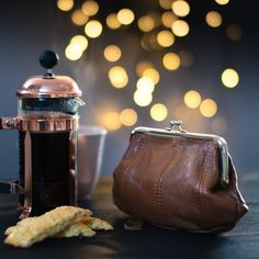 Liten mørk cognac portemoné-veske i skinn. Rosenvinge kan vesker og accessories!
