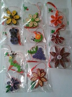 Quilling Dolls, Paper Quilling, Quilled Creations, Diy And Crafts, Projects To Try, Homemade, Cards, Cottages, Ornaments