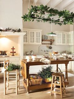 Chic and simple holiday decor. Kitchen Via: Dust Jacket