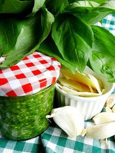Bazalkové pesto alla genovese s parmazánem a piniovými oříšky Pesto, Watermelon, Fruit, Food, Eten, Meals, Diet