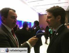 """#Repost: @rafadelagente El canciller ecuatoriano Guillaume Long frente al nuevo micrófono de @cooperativa"""""""