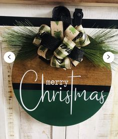 Christmas Craft Fair, Christmas Door, Christmas Signs, Christmas Projects, Christmas Wreaths, Christmas Decorations, Christmas Ornaments, Wreath Crafts, Holiday Crafts