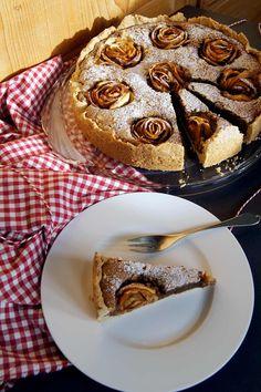 Bratapfel-Rosen-Tarte mit Nougat