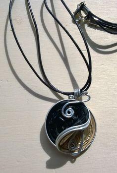 Collana con ciondolo con cialde Nespresso nero e oro e filo alluminio - by Lalussi