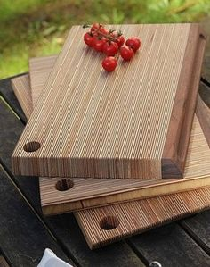 Unique Chopping Boards - The strong linear pattern of this plywood birch cutting board makes a beautiful statement in any kitchen. Diy Cutting Board, Wood Cutting Boards, Wooden Gifts, Wooden Diy, Plywood Projects, Diy Projects, Diy Woodworking, Woodworking Projects Plans, Wood Crafts