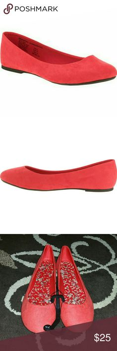 Women's casual flats Women's casual ballet flats. Red. Size 7 1/2 .. Brand new. Tags removed. Never worn. Very nice looking shoe's. Would be awesome shoes for this up coming summer. Have any questions before purchase. Just ask. And I'll try to answer!!! Shoes Flats & Loafers