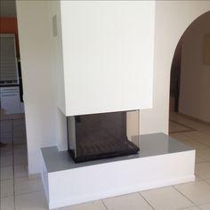 Réalisation effectuée à Gleizé dans le Rhône : cheminée sur mesure avec foyer ATRA 900 vitres latérales (Groupe JØTUL )