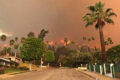 El incendio comenzó en Glendora Mountain Road y Colby Way y creció rápidamente debido a las rachas de viento de casi 50 kilómetros por hora....