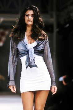 Azzedine Alaïa Spring 1991 - Home 2000s Fashion, Look Fashion, Fashion Models, High Fashion, Fashion Beauty, Fashion In The 90s, 1990s Fashion Women, 90s Girl Fashion, Decades Fashion